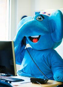 Blauer Elefant am Telefon – Unterstützung für Familien
