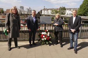"""""""Ein klares Bekenntnis"""" – Gedenktafel erinnert an den Wehrhahn-Anschlag"""